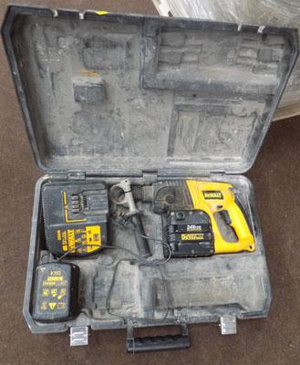 Dewalt drill (as seen faulty charger)
