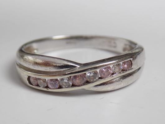 9ct White gold pink and white stone set ring size O 1/2