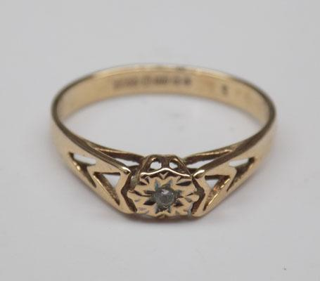 9ct Gold & diamond ring size O1/2