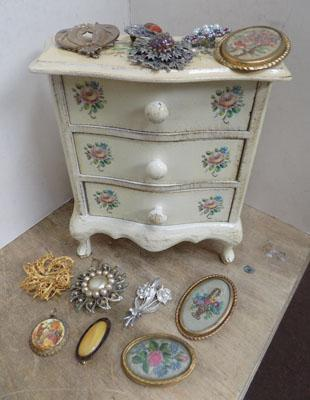 Vintage brooches & jewellery box