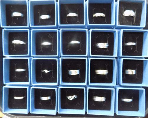 Tray of 20 925 stamped rings