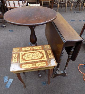 Selection of 3 occasional tables