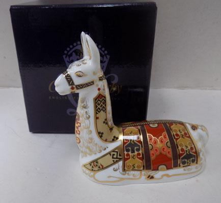 Royal Crown Derby Llama gold stopper
