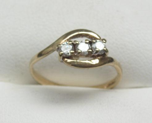 9ct Gold Trilogy ring size L