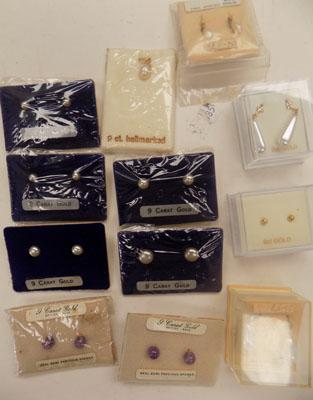 Selection of 9ct gold ear rings & pendant