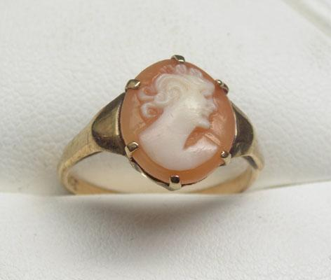 9ct Gold Cameo ring size M