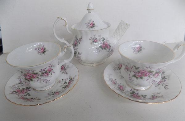 Royal Albert lavender Rose teapot & 2 cups & saucers