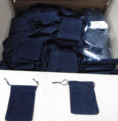 1500 velvet gift pouches (3 sizes)