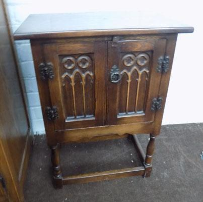 Small Oak cupboard