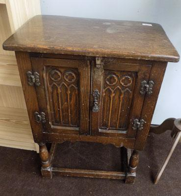 Small 2 door Oak cupboard