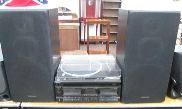 Technics turntable/tape deck/speakers