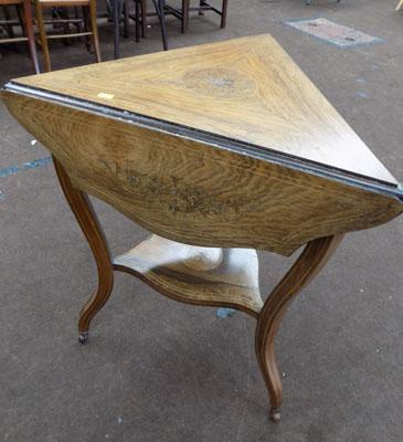 Traingular inlaid table