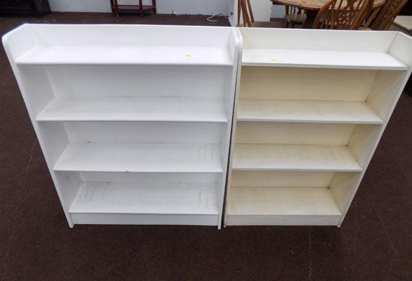 2x White bookshelves