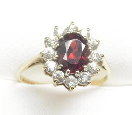 9ct Gold large Garnet cluster ring size P1/2