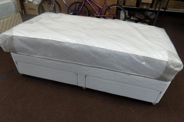 Single bed 2 drawer divan + Balmoral Orthocare memory mattress (sealed)