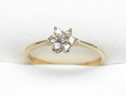 9ct Gold cluster ring size M1/2