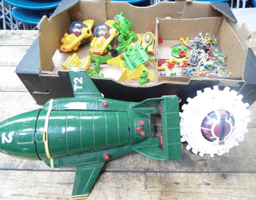 Box of mixed Britains space figures & vehicles & Thunderbirds 2