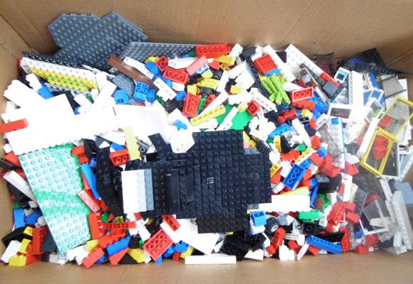 Large box of mixed Lego inc bases & spare parts