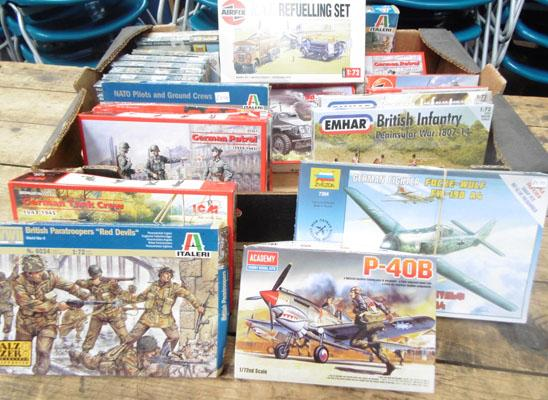 Box of new plastic kits & mixed figures