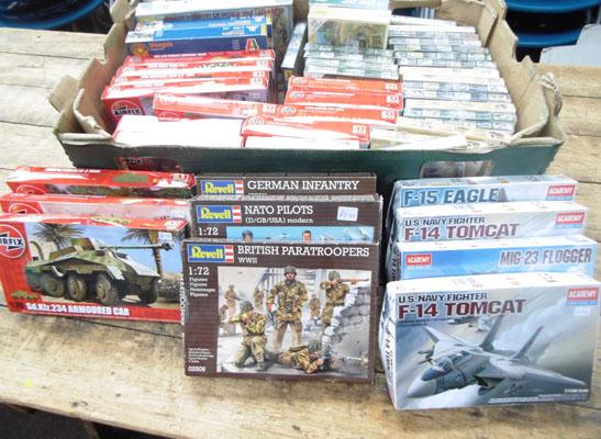 Box of mixed model kits & figures