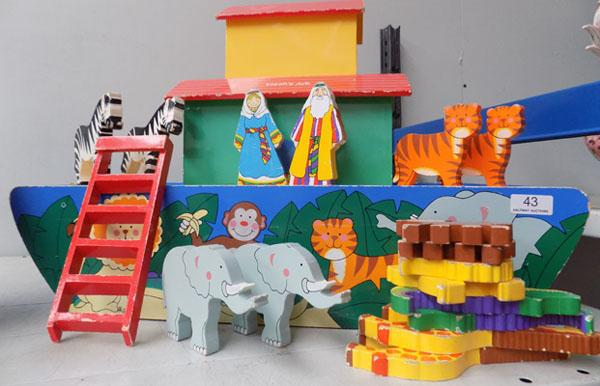 Large Noahs Ark with figures (complete)