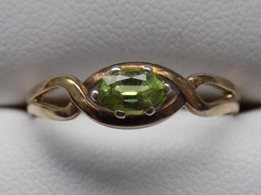 9ct Gold Peridot ring size R1/2