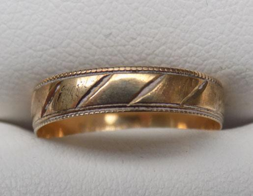 9ct Gold patterned wedding style ring size L1/2