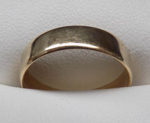 9ct Gold plain band ring (wedding ring style) size M1/2