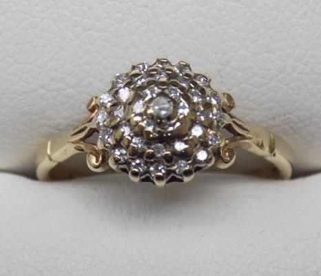 9ct gold domed cluster ring size M