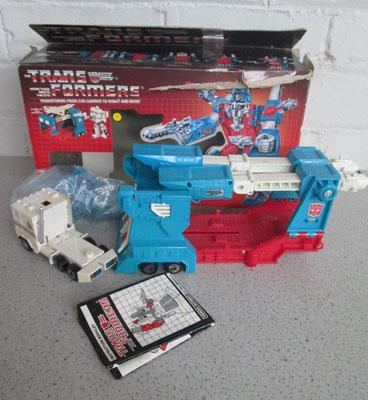 80's Ultra Magnus transformer with accessories