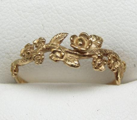 9ct Gold flower garland ring size L