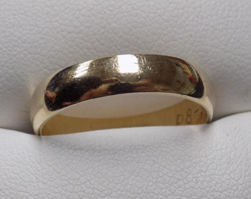 9ct Gold wedding band ring-London 1987 size S1/2