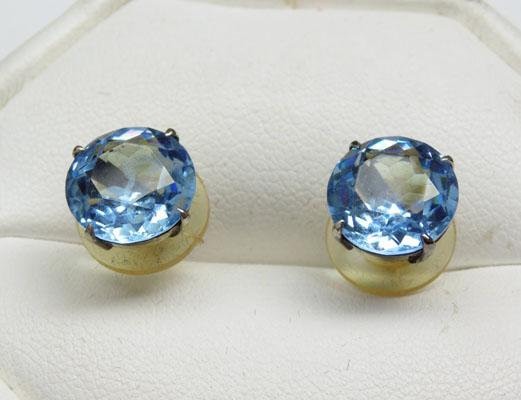 Pair of 9ct 2 caret + London blue Topaz ear rings