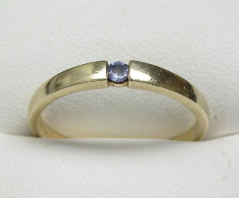 9ct Gold Tanzanite solitaire ring size U