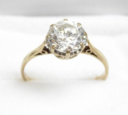 9ct Gold large Solitaire ring size M