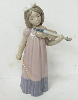 Nao Lladro figurine of girl playing violin
