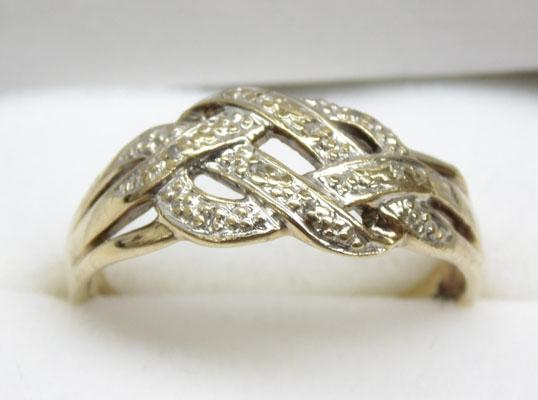 9ct Gold Celtic knot diamond ring size Q