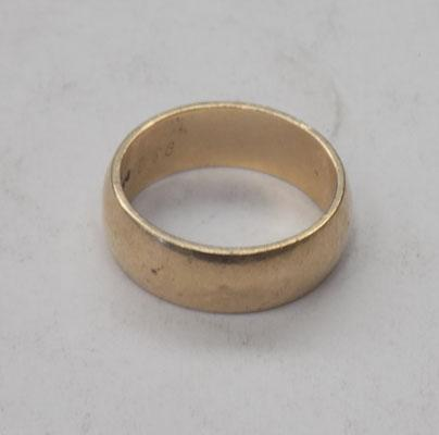 9ct gold wedding ring (unused) size T - 1969