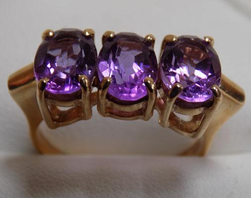 Large 9ct Gold Amethyst Trilogy Ring, size P