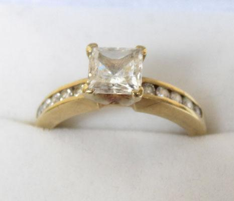 9ct Gold ring Princess cut stone, ring size R1/2