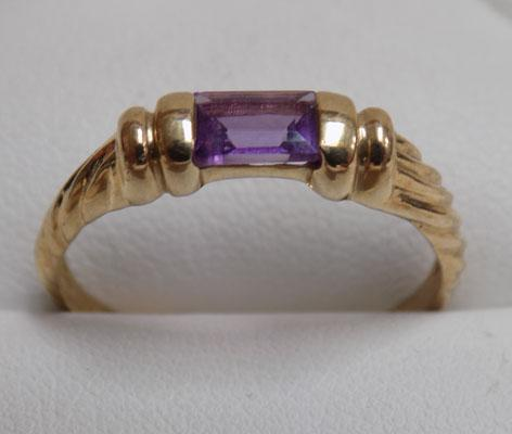 9ct gold amethyst baguette ring (size U1/2)