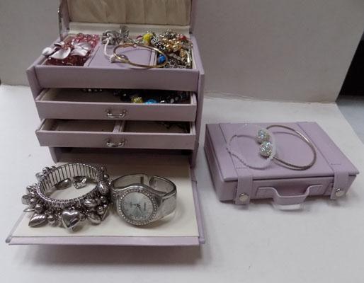 Jewellery box & assortment of costume jewellery