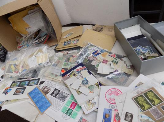 Box of stamps, coin cover, bank notes etc