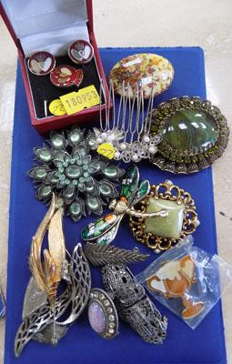 Large collection of vintage brooches etc..
