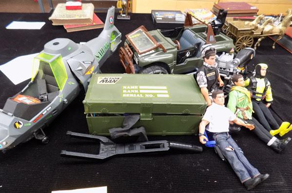 Box of action men & vehicles