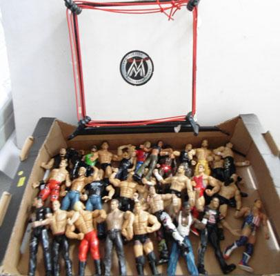 Box of Wrestling figures & ring