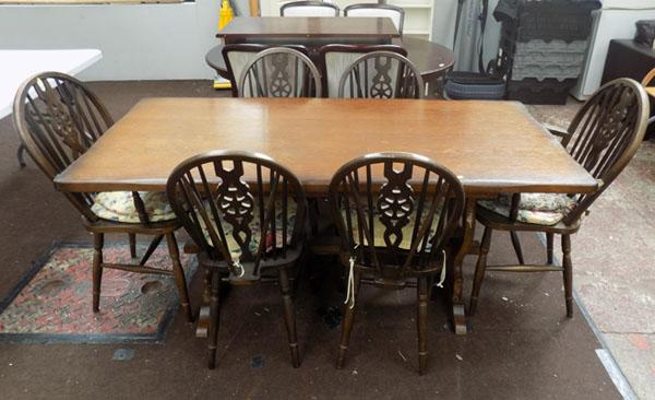 Dining table & 4 chairs & 2 carvers