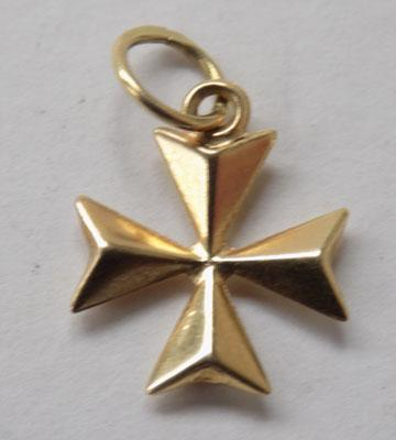 18ct gold Maltese Cross pendant