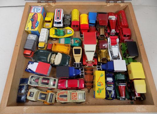 Display cabinet of die-cast cars