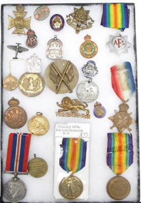 Large collection of WW1 and WW2 medals